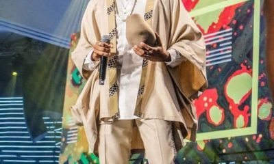 Watch: Jidenna rocks Ghanaian brand 'Smully Wear' on stage.