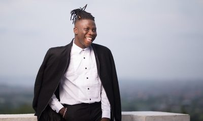 Watch: A 55yr old man wants to meet and gift Stonebwoyb a gold masterpiece.
